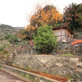 Aritzo, capanno in legno alla fonte di Funtan'e Silia