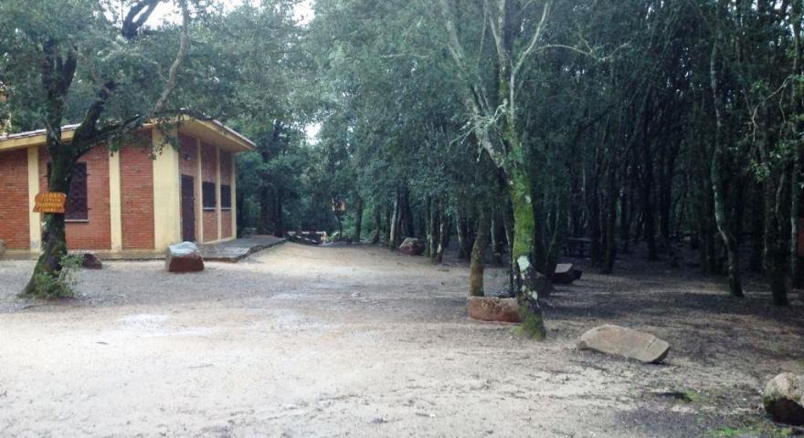 Partenza del sentiero 201: località Is Cannoneris (casa degli operai)